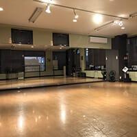 クラウンダンススタジオ行徳分校の外観