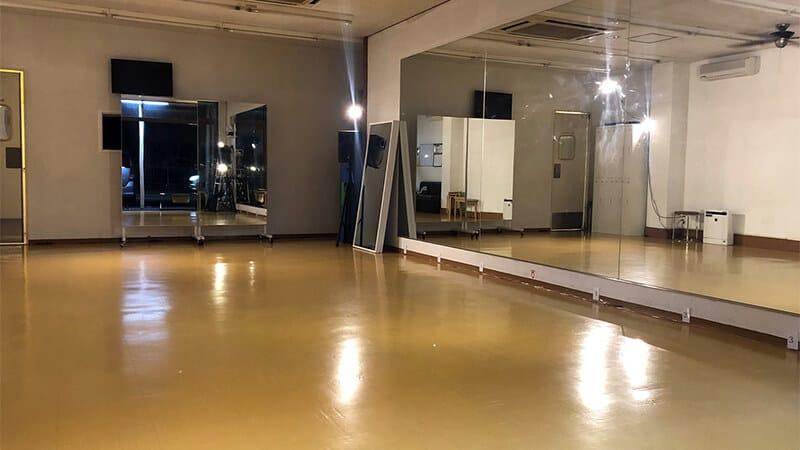 クラウンダンススタジオ市川本校のスタジオ写真